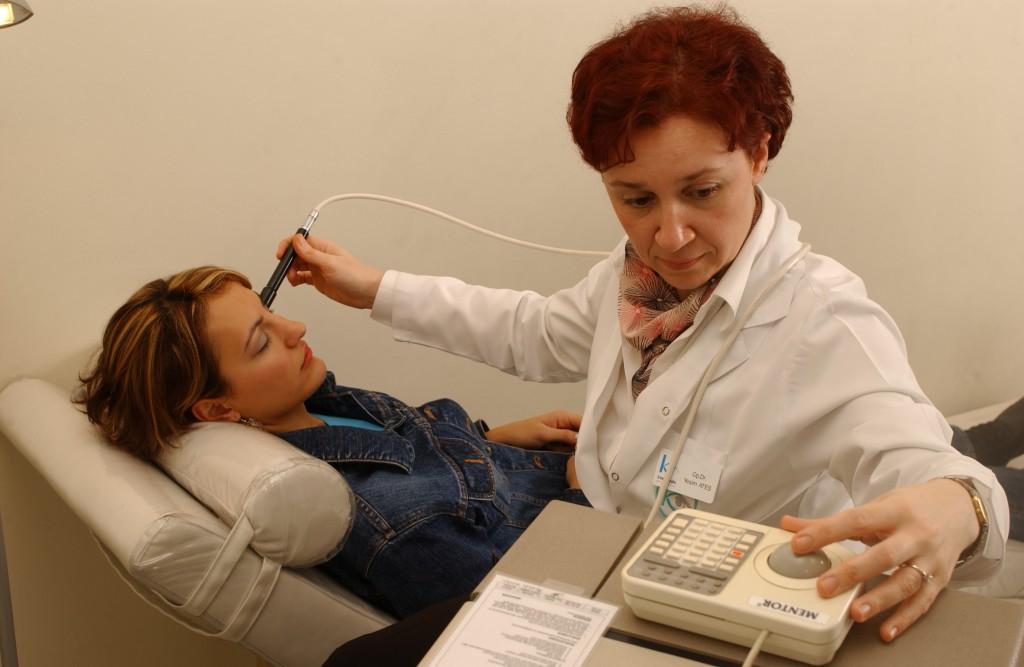 Ultrason tetkiki yapılırken (Kaşkaloğlu Göz Hastanesi)